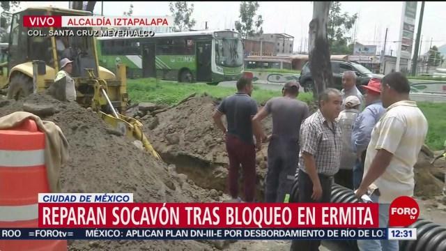 Reparan socavón tras bloqueo de transportistas en Ermita, CDMX