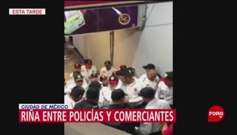FOTO: Se registra riña entre policías y comerciantes en el Metro Tacubaya, 24 Agosto 2019