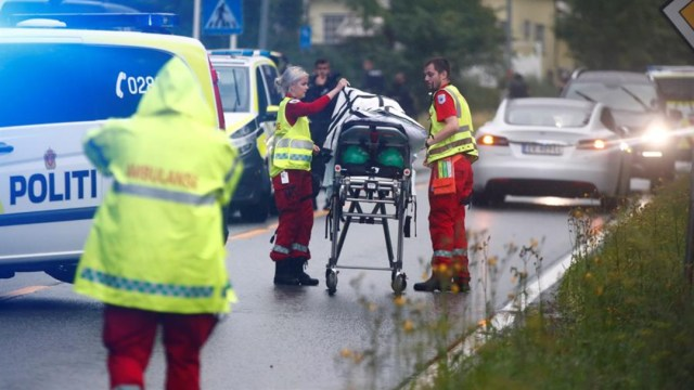 Foto: Policía noruega recibió un aviso de que se había producido un tiroteo en el interior de centro islámico, 10 de agosto de 2019 (EFE)