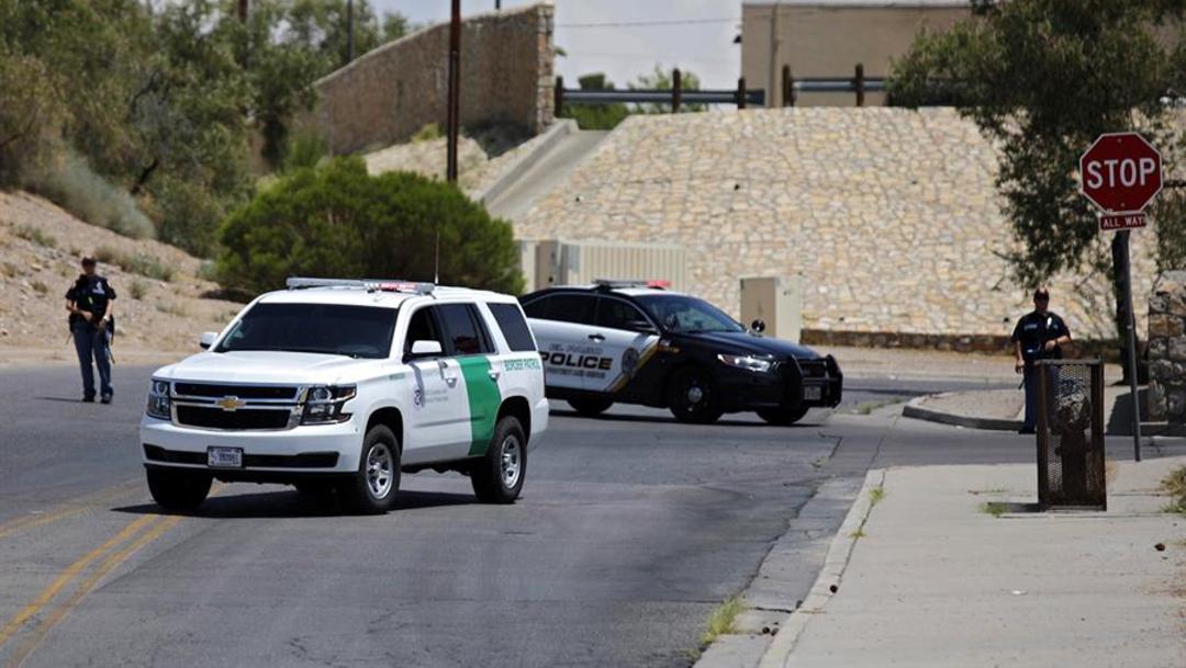 Foto: Los policías de El Paso, Texas, mantenían un operativo en las inmediaciones del centro comercial, el 3 de agosto de 2019 (EFE)