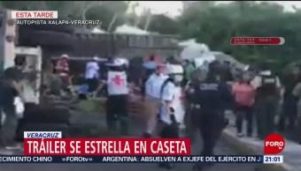 FOTO: Tráiler de doble remolque se vuelca en autopista de Veracruz, 11 Agosto 2019