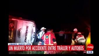 Un muerto por accidente entre tráiler y autobús en Linares, Nuevo León