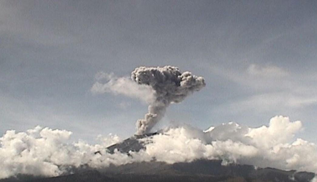 Foto Volcán Popocatépetl registra explosión y lanza columna de ceniza de 2 km
