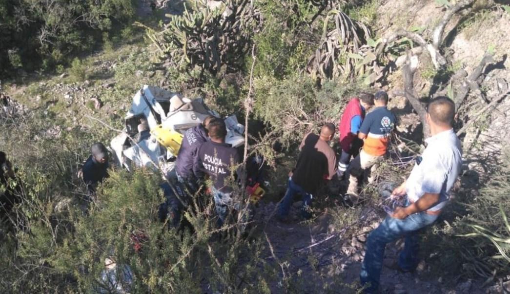 Foto Vuelca camioneta y cae a barranco en Zimapán, Hidalgo 16 agoto 2019
