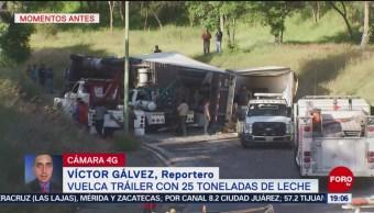 FOTO: Vuelca tráiler con 25 toneladas de leche en la México-Querétaro, 31 Agosto 2019