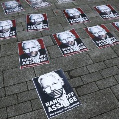 Assange seguirá en la cárcel en espera del juicio de extradición a EU