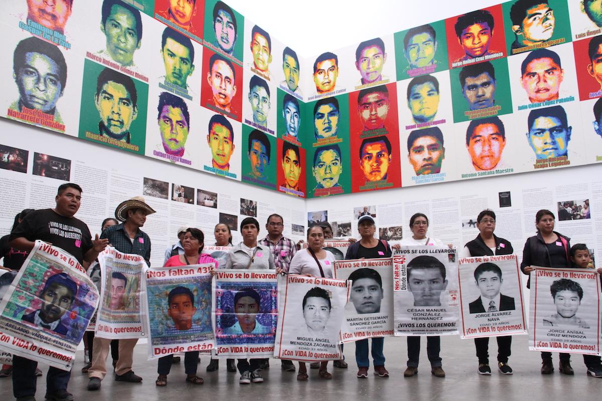 Foto:familiares ai wei wei ayotzinapa 43 estudiantes desaparecidos. Septiembre 2019