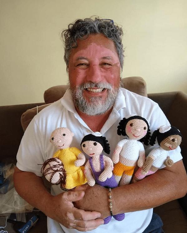 Foto Abuelo crea muñecas con vitiligo para su nieta 10 septiembre 2019