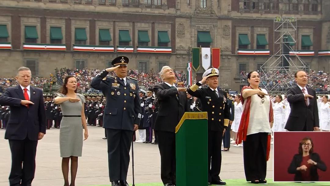 FOTO AMLO encabeza su primer desfile militar del 16 de septiembre (YouTube)
