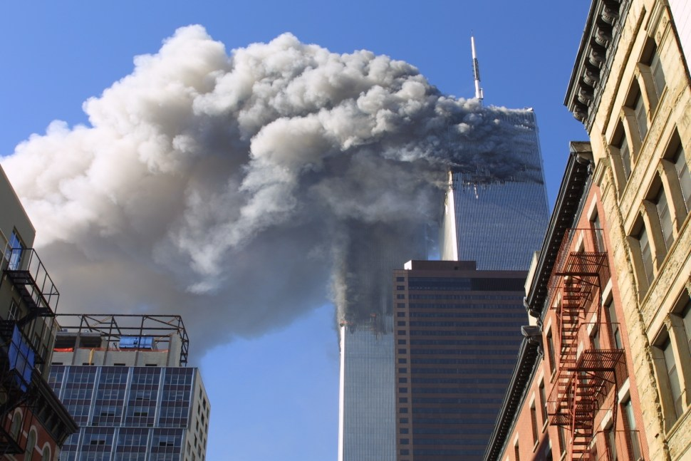Foto:torres gemelas ardiendo luego del impacto del avion el 11 de septiembre de 2001. 11 septiembre 2019