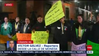 Atletas de alto rendimiento se manifiestan frente a Palacio Nacional