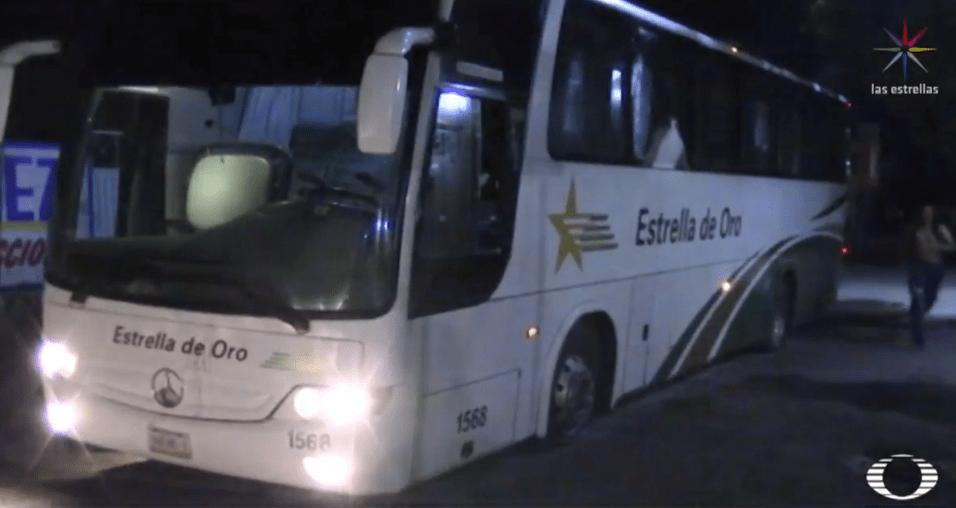 FOTO Autobuses tomados por normalistas la noche de Iguala (Noticieros Televisa)