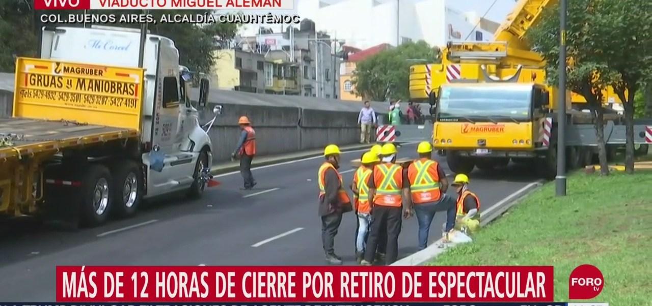 Foto: Autoridades de la Ciudad de México realizan todas las medidas necesarias para terminar en el menor tiempo posible el retiro de un espectacular en Viaducto
