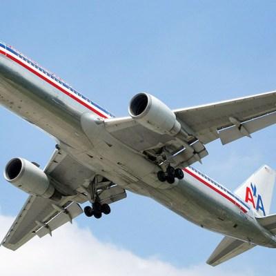 Mujer abre puerta de emergencia de avión porque 'quería aire fresco'