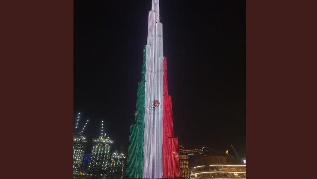 Foto: La Embajada en México de Emiratos Árabes Unidos mostró una imagen del Burj Khalifa iluminado con la bandera mexicana, el 16 de septiembre de 2019 (Twitter @EmbaMexEAU)