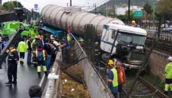 Foto: Un tráiler que circulaba sobre avenida Zaragoza perdió el control lo que provocó que se metiera a las vías del metro de la Línea A, 27 de septiembre de 2019 (ARMANDO MONROY /CUARTOSCURO.COM)