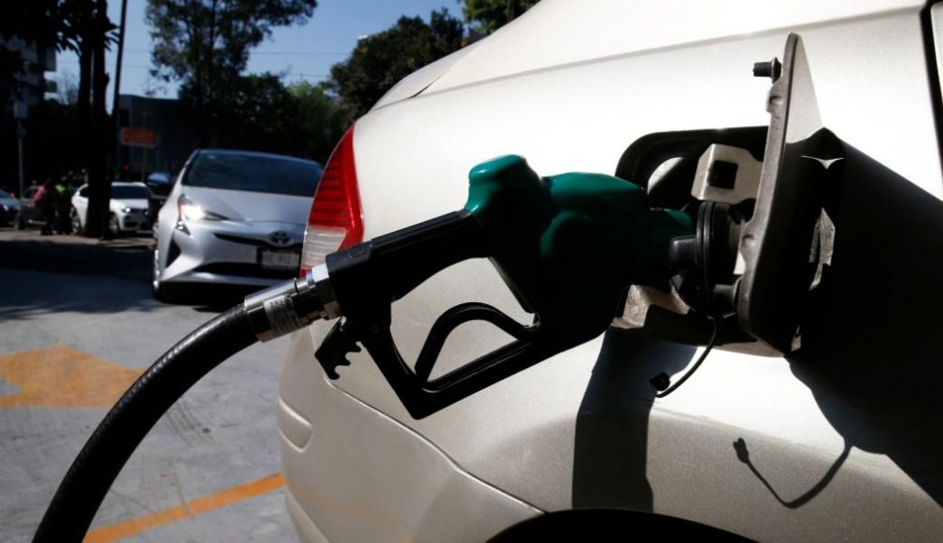 Foto: Automóvil cargando gasolina, 8 de enero de 2019, Cuidad de México
