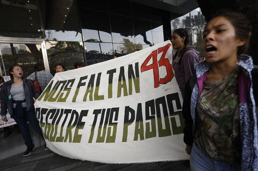 Foto: Estudiantes se manifiestan por la desaparición de 43 normalistas de Ayotzinapa, 26 septiembre 2019