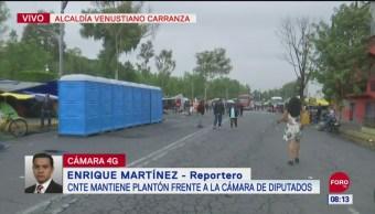 CNTE mantiene plantón frente a la Cámara de Diputados
