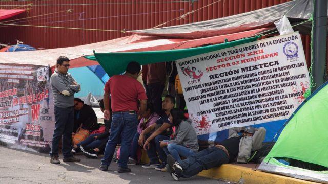 Protesta de la CNTE en la Cámara de Diputados