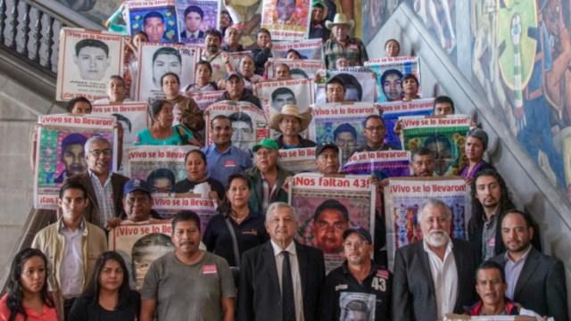 Foto: Los padres de familia expusieron su preocupación por que otros implicados que están sujetos a proceso penal salgan de prisión, 11 de septiembre de 2019 (Twitter @lopezobrador_)