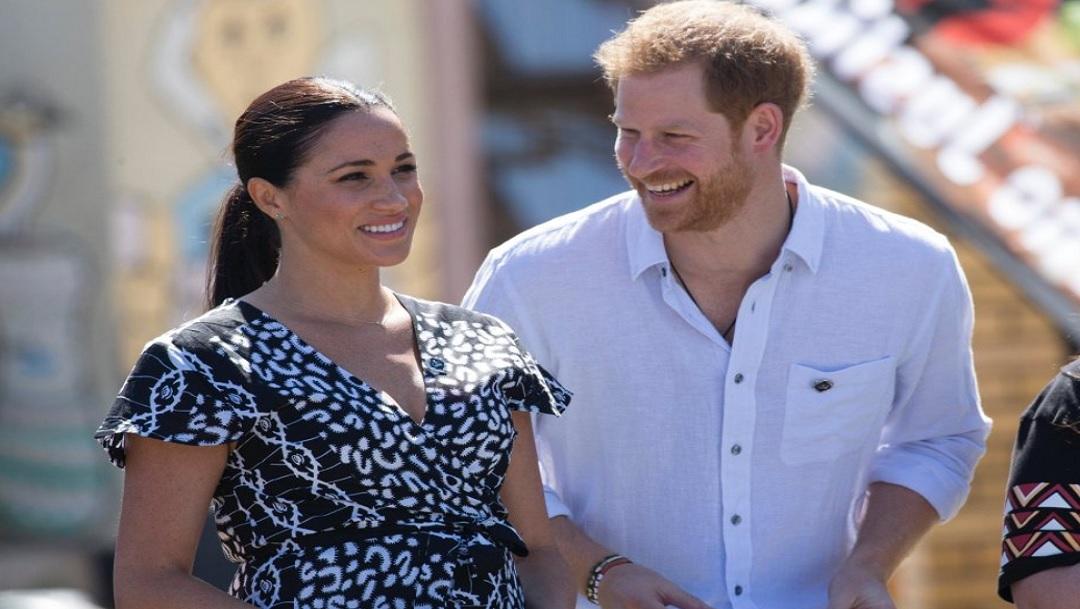 Los duques de Sussex llegan a Sudáfrica con su bebé Archie