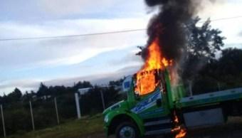 Foto: Los habitantes quemaron dos grúas, 4 de septiembre de 2019 (Twitter)