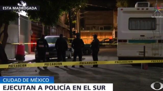 Foto: Una ambulancia llegó al lugar, pero ya no pudo hacer nada para salvarle la vida al policía, 23 de septiembre de 2019 (Noticieros Televisa)