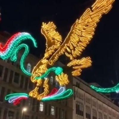 Encienden alumbrado por fiestas patrias en el Zócalo, CDMX