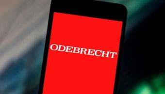 Foto: Logo de la empresa brasileña Odebrecht en la pantalla de un celular. Getty Images