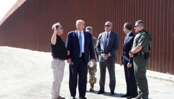 Foto: Donald Trump visita la zona fronteriza de Mesa Otay, en San Diego, California. Reuters