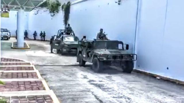 Foto: Un grupo de militares se trasladan en vehículos. Noticieros Televisa/Janosik Garcia