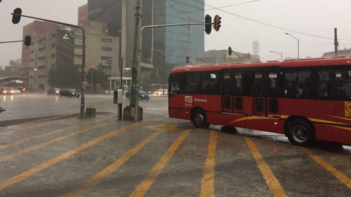 Foto: Llueve en la zona centro de la Ciudad de México. Noticieros Televisa/Israel Adalla