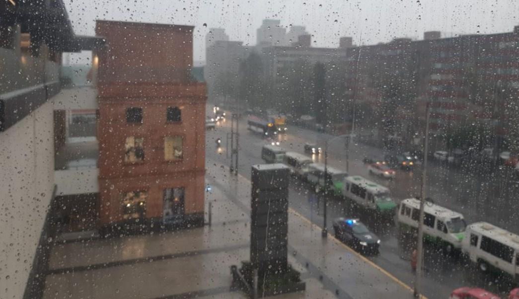 Foto: Lluvia en la zona de Tlatelolco, en la alcaldía Cuauhtémoc, Ciudad de México. Noticieros Televisa/Heatzi Valdez
