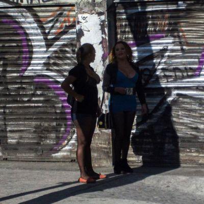 Morena propone licencia para prostitución y tarifa única en CDMX