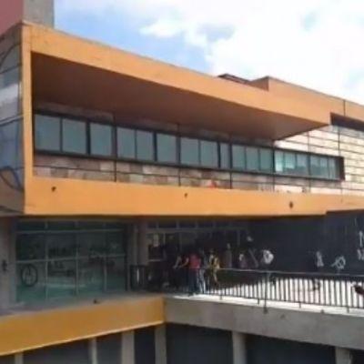 Encapuchados realizan pintas en Rectoría y agreden a personal de la UNAM