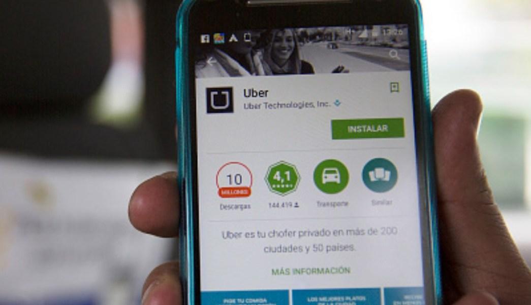 Foto: Aplicación Uber en un teléfono celular. Getty Images/Archivo