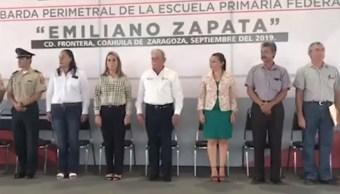 Foto: El maestro de la escuela primaria Emiliano Zapata cometió el error durante un acto cívico. Facebook