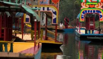 Foto: Trajineras estacionadas en un canal de Xochimilco, Ciudad de México. AP/Archivo