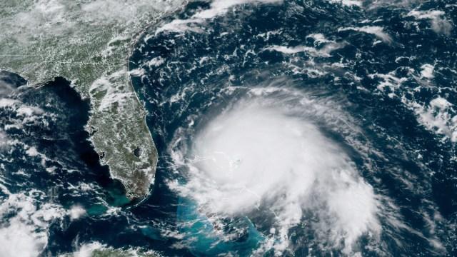 """FOTO El huracán """"Dorian"""", de categoría 5, avanza hacia Florida (AP)"""