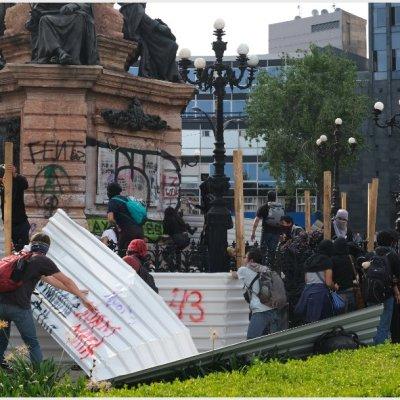 Identifican a autores de vandalismo en marcha por los 43 normalistas de Ayotzinapa