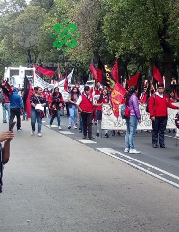 Foto Estudiantes Edomex marchan en CDMX; agradecen a AMLO becas 13 septiembre 2019