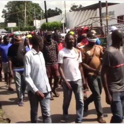 Marchan cientos de migrantes africanos en Tapachula