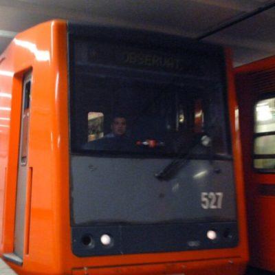 Adolescente cae a vías del Metro Tacuba; resulta con lesiones leves