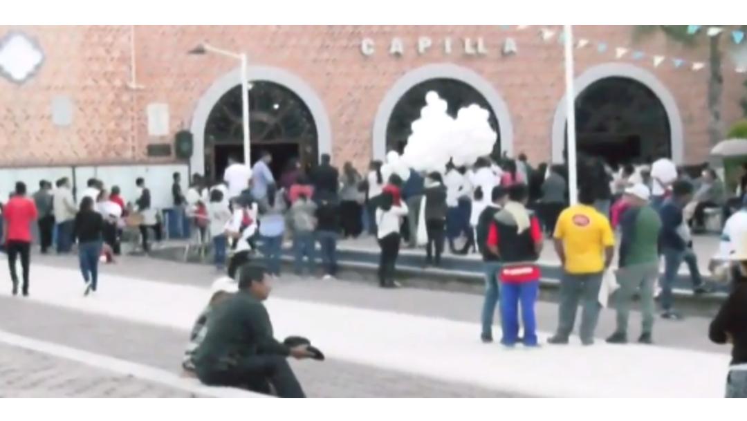 FOTO Hacen misa en Puebla por joven que murió al caer de trajinera en Xochimilco (FOROtv)