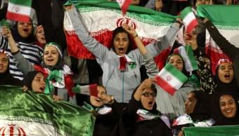 Foto: Mujeres iraníes en estadio de futbol, 16 de octubre de 2018, Irán