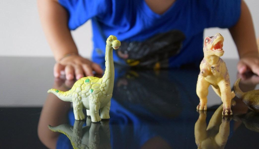 Foto:niños que juegan con dinosaurios mas inteligentes. 26 septiembre 2019