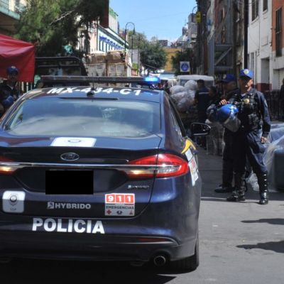 Acusan a policía de la CDMX de aprovechar revisión para tocar a una mujer