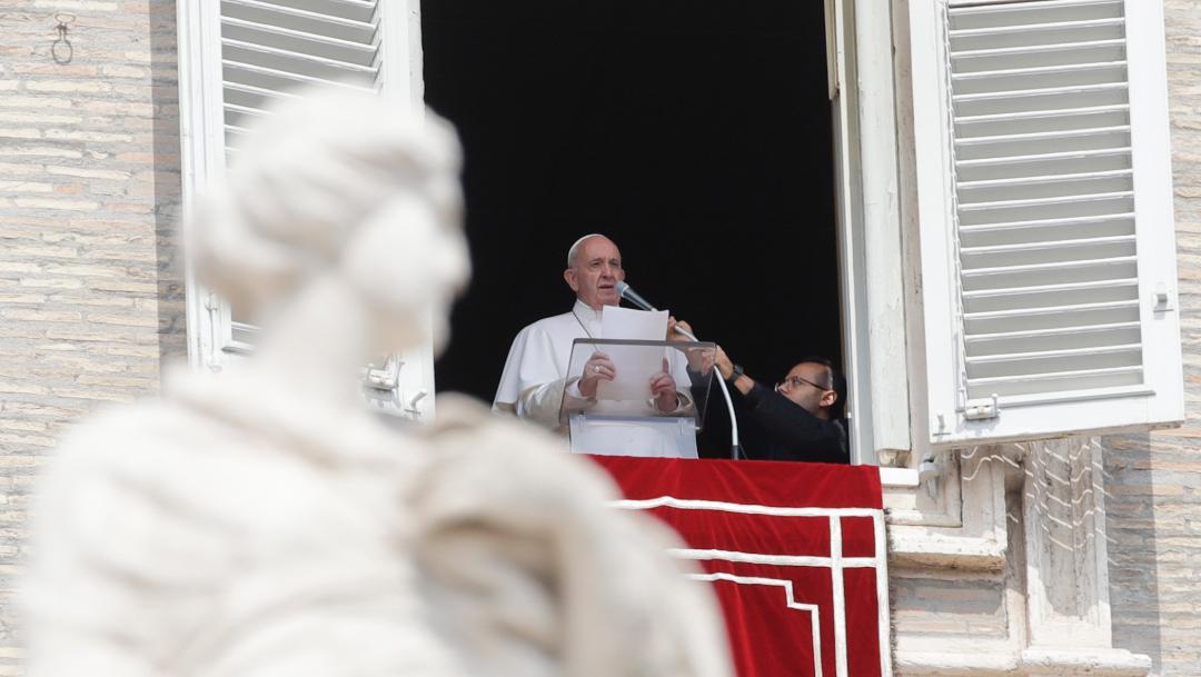 Foto: El papa Francisco se asomó a la ventana del estudio del Palacio apostólico con un retraso de 10 minutos, 1 septiembre 2019