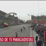 FOTO: Paracaidistas participan en desfile militar CDMX; reportan desvío de trayectoria de un elemento, 16 septiembre 2019